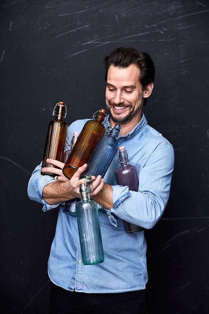 Christian-Bitz-waterflessen-gerecycled-gekleurd-glas