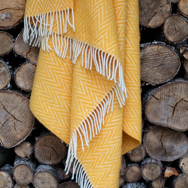 yellow-plaid residential blanket-lapuan-kankurit