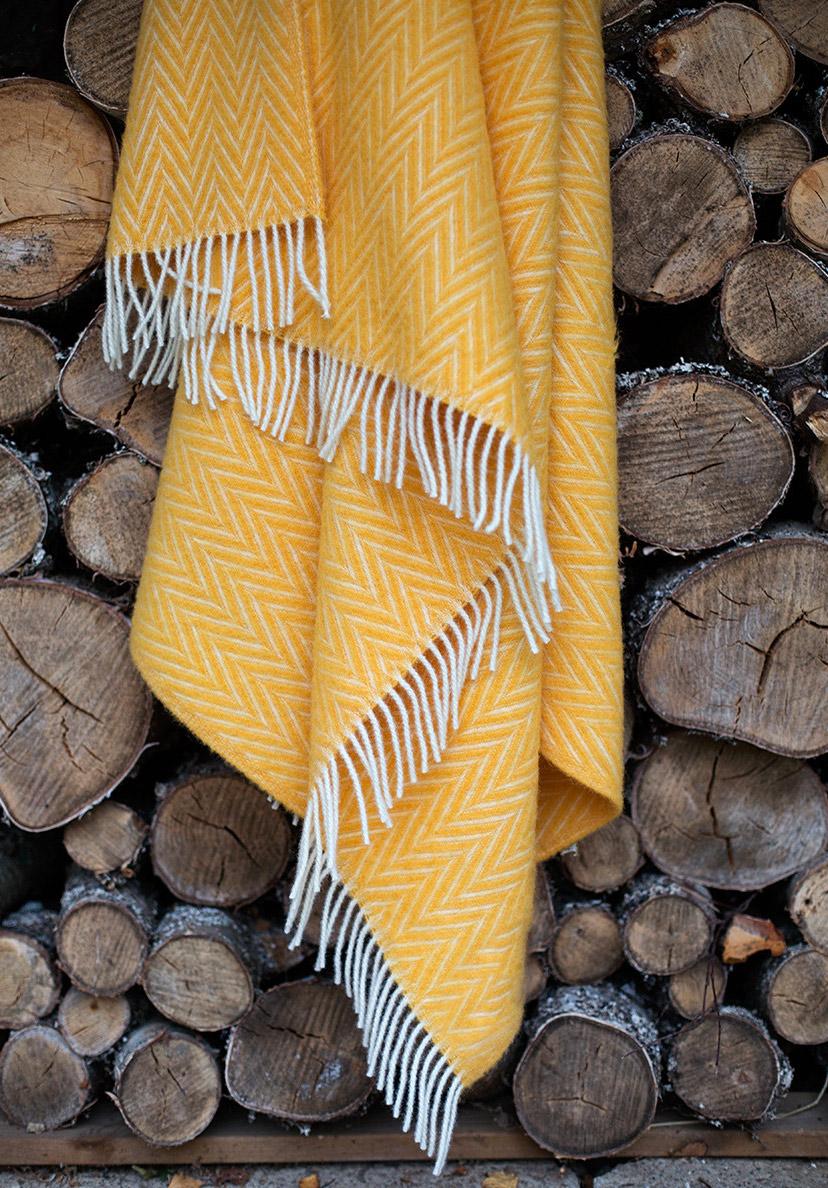 yellow-plaid residential blanket-lapuan-kankurit