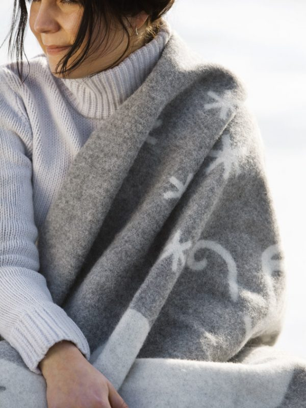 lapuan-kankurit-blanket-plaid-valkko-gray-white 2