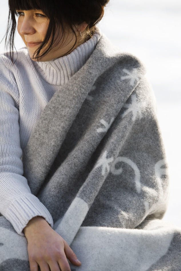 lapuan-kankurit-deken-plaid-valkko-grijs-wit2