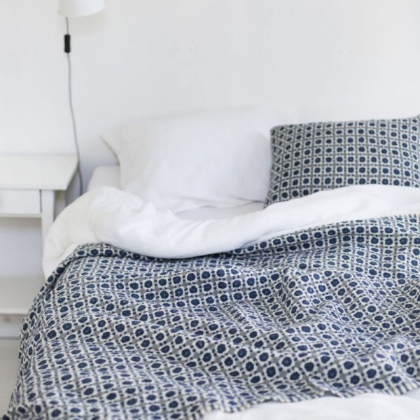 lapuankankurit_corona_blanket_plaid-Blue_grey
