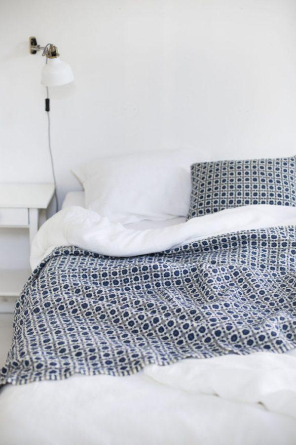 lapuankankurit_corona_blanket_plaid-Blue_grey