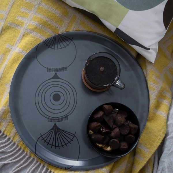 Almedahls tray around Picknick Elements onion in gray