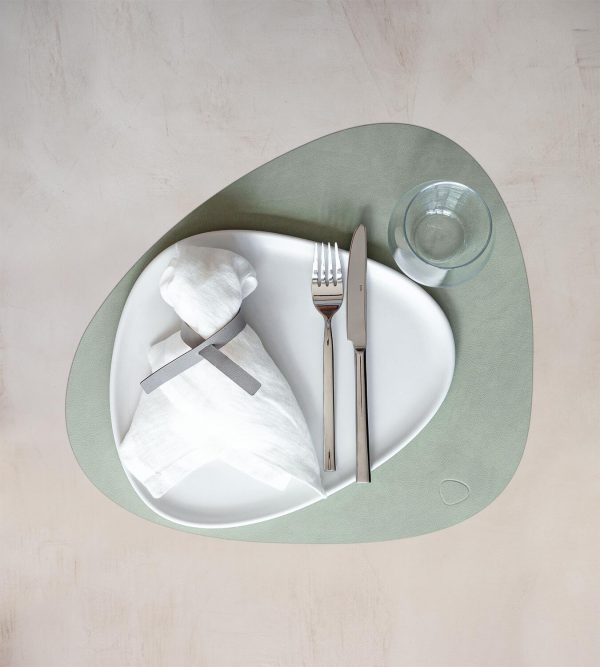 Lind DNA leather green placemat Curve