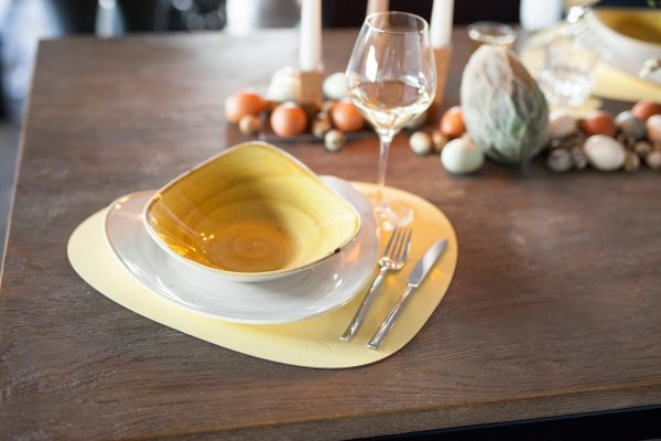 Lind DNA leather placemat Curve in yellow