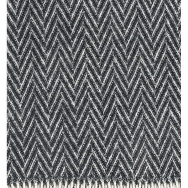 Lapuan-Kankurit-Iida-blanket-plaid-black and white