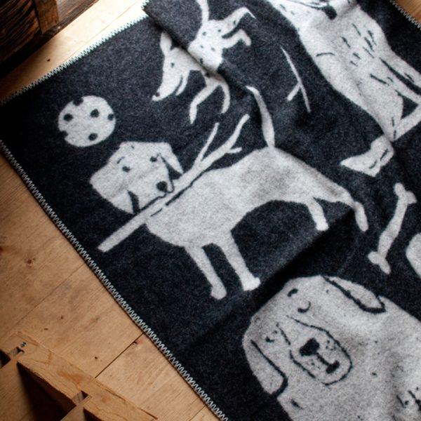 lapuan_kankurit_koirapuisto-blanket-dog-black-white-plaid